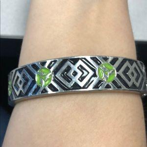 It works bracelet